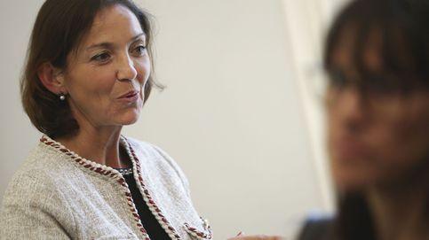La ministra de Industria, como una más en la barra del Congreso: bocata y prisas