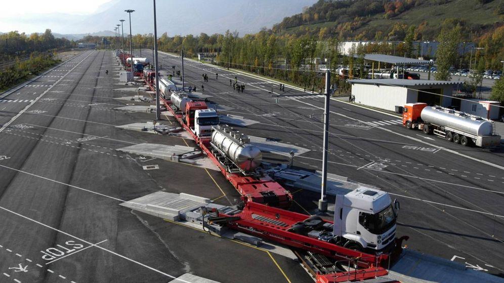 Foto: Zona de carga y descarga de camiones en la Autopista Ferroviaria Alpina. (AFA)