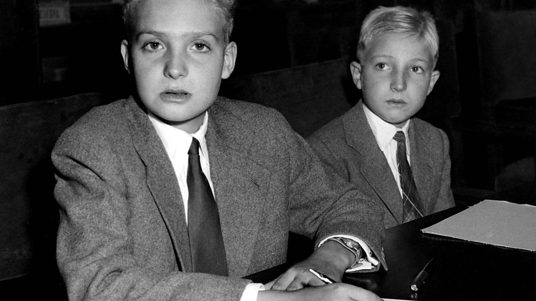 Don Juan Carlos y el infante Alfonso, en 1951. (Cordon Press)