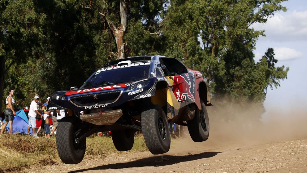 Loeb gana, Sainz pierde once minutos y Roma casi se ha despedido del Dakar