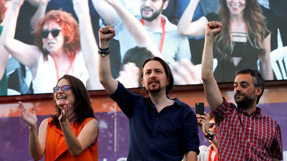 Foto: Pablo Iglesias, junto a Mónica Oltra, candidata de Compromís a la Generalitat, y Xulio Ferreiro, candidato de Marea Atlántica para revalidar la alcaldía de A Coruña, en el cierre de campaña del 26-J. (Reuters)