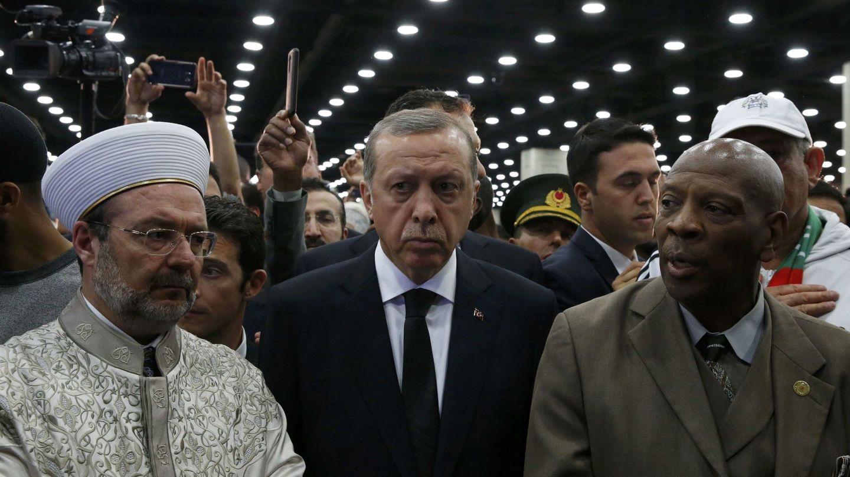 Recep Tayyip Erdogan durante el funeral de Mohamed Alí en Louisville, Kentucky, el 9 de junio de 2016 (Reuters)