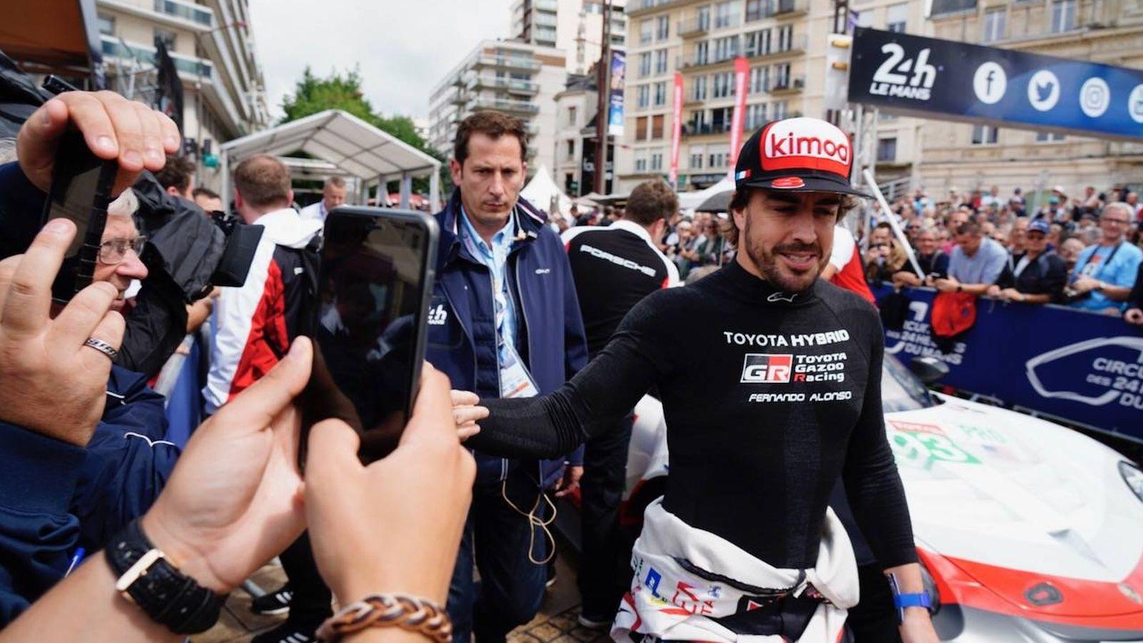 Foto: Fernando Alonso se sumergió por primera vez en toda la expectación de las 24 Horas de Le Mans. (Javier Rubio)