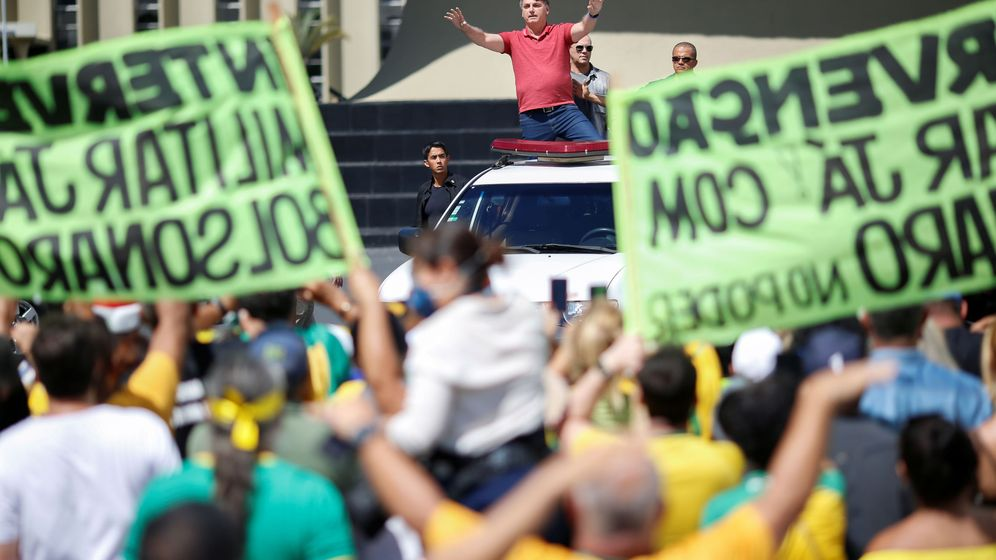 Foto: Jair Bolsonaro, en la manifestación. (Reuters)