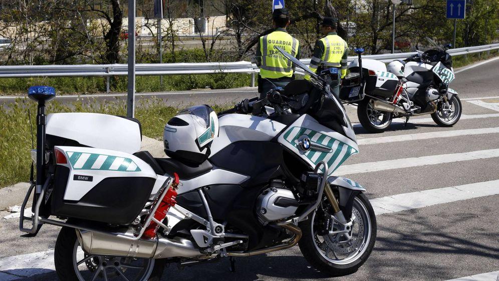 Foto: Agentes de la Guardia Civil de Tráfico (Paco Campos/EFE)