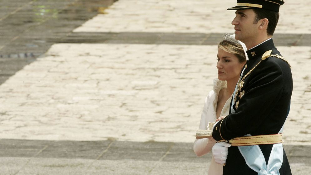 Foto: Los reyes Letizia y Felipe, el día de su enlace en la Almudena. (Getty)