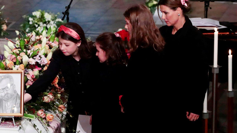 Marta Luisa y sus hijas. (Reuters)
