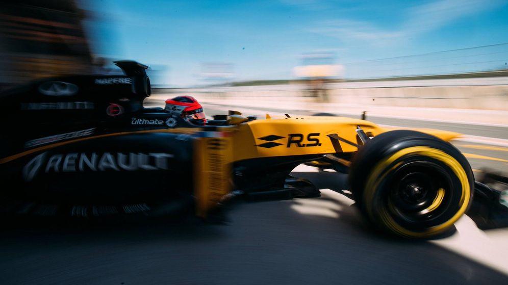 Foto: Es verdad. Es realmente Robert #Kubica. De vuelta en uno de nuestros coches después de seis años, indicó Renault en su Twitter. (Foto: @RenaultSportF1)