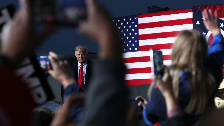 Foto: Partidarios de Trump celebran su llegada a un mitin de campaña en el condado de Warren, Ohio, el 12 de octubre de 2018. (Reuters)