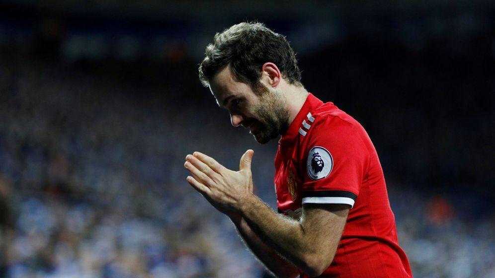 Foto: Juan Mata, en un partido con el Manchester United. (Reuters)
