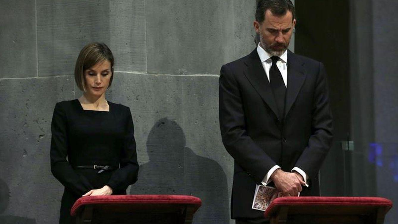 Los Reyes, Rajoy y Mas asisten al funeral por las víctimas del avión de Germanwings