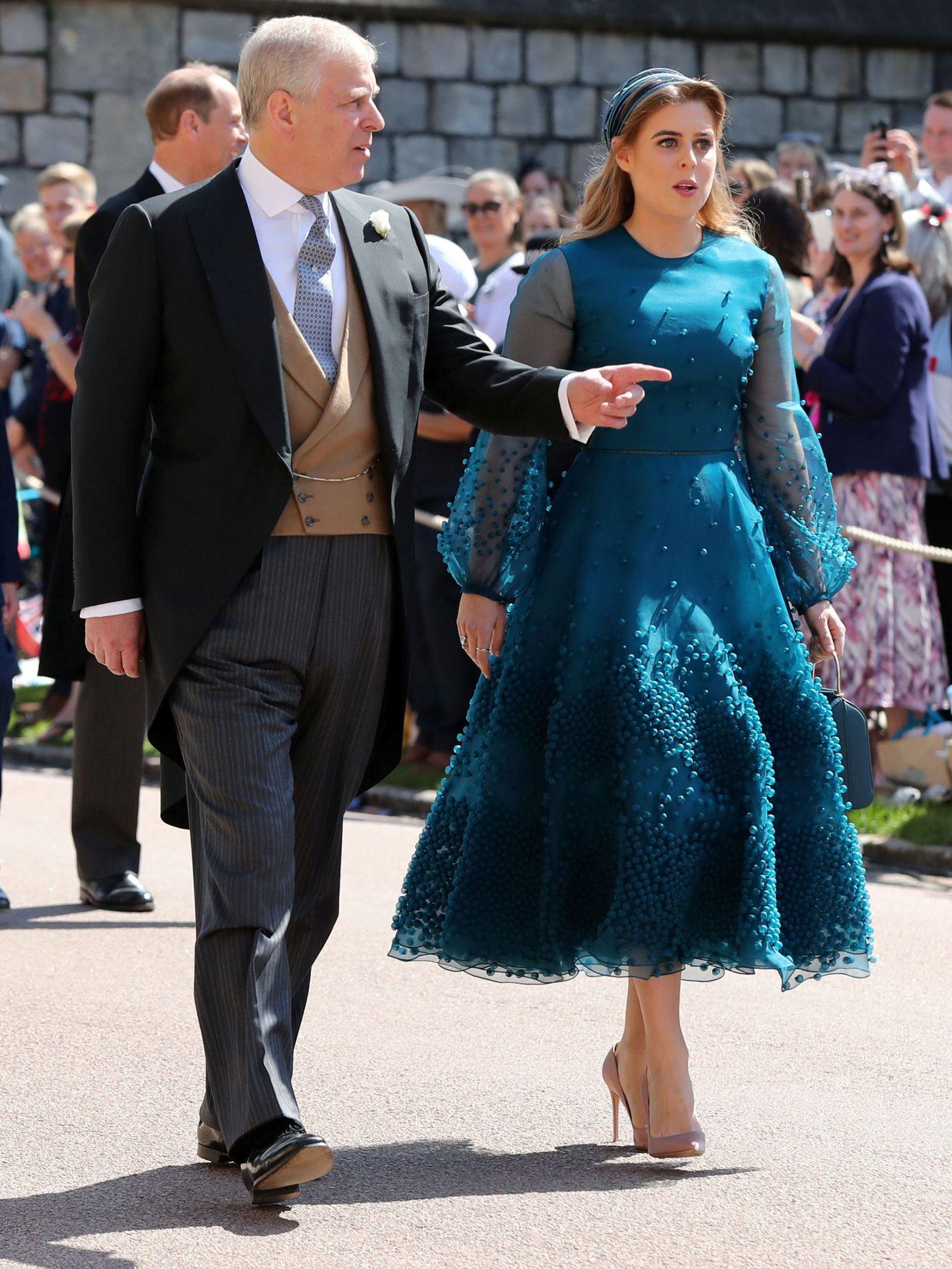 El príncipe Andrés, con su hija Beatriz. (Reuters)