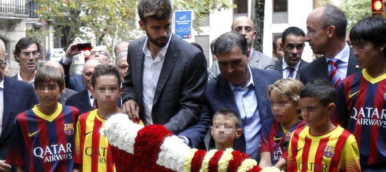 Foto: Gerard Piqué y el 'Tata' Martino, en la Diada, celebrada este miércoles.