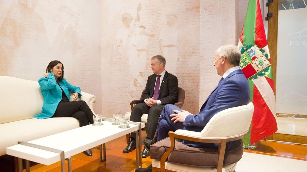 Foto: El lendakari, Iñigo Urkullu (c), en el encuentro con la ministra Darias (i) y Josu Erkoreka (d). (EFE)