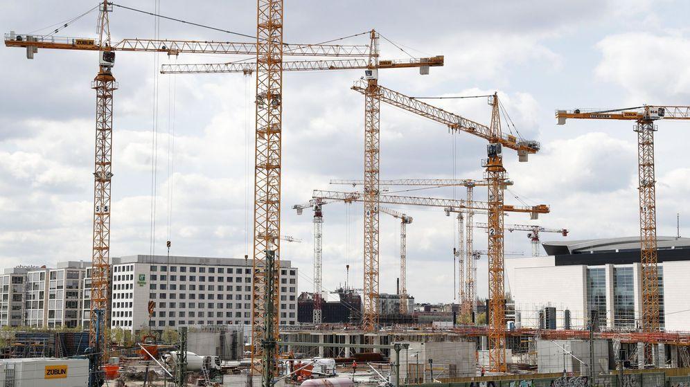 Foto: Imagen de archivo de pisos en construcción. (EFE)