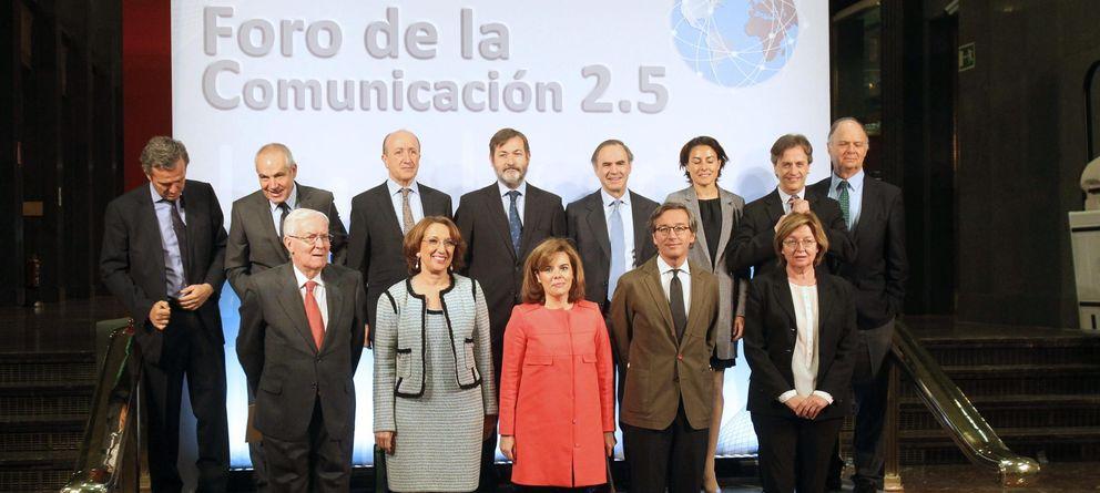 Foto: Antonio Caño, segundo por la izquierda, durante un foro de comunicación