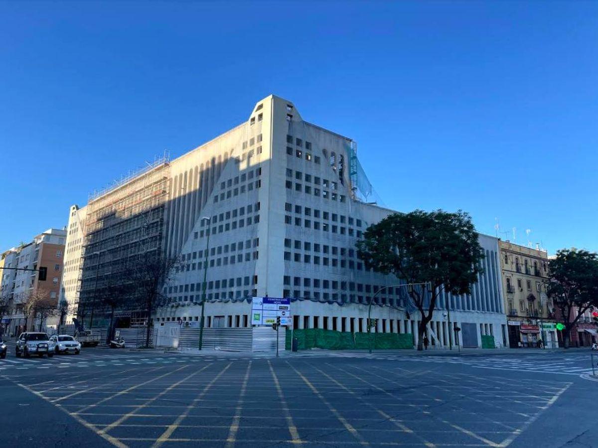 Foto: Hotel en construcción en la antigua sede de Abengoa. (Foto: J. L. Losa)