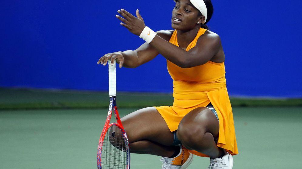 Foto: La tenista estadounidense Sloane Stephens con gestos de protesta. (Efe)
