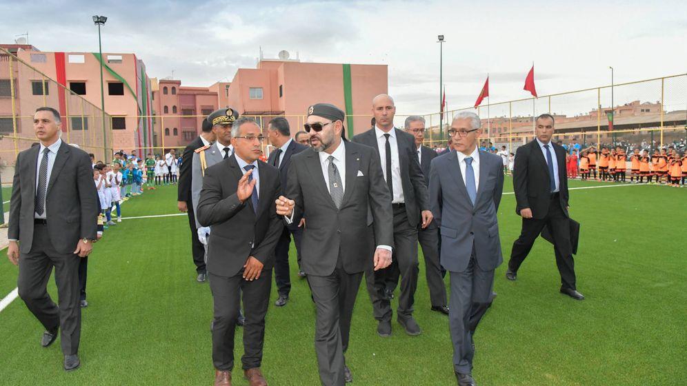 Foto: El rey Mohamed VI inaugura un campo de fútbol el 25 de octubre en Marrakech (MAP/Libre difusión)