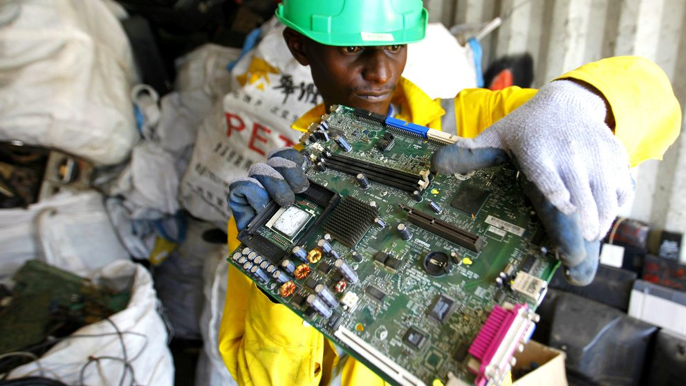 La chatarra se transforma en impresoras 3D para fabricar el futuro de África