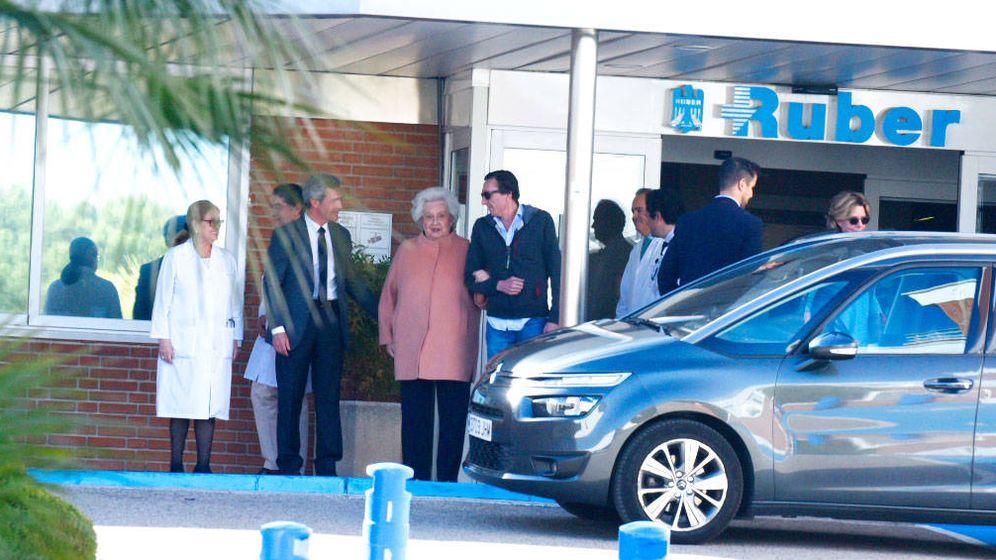 Foto:  La infanta Pilar, a la salida del hospital. (Lagencia Grosby)