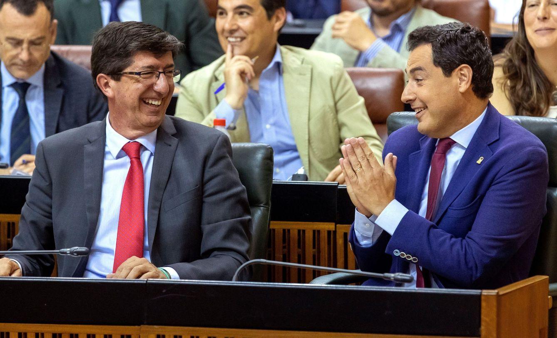Foto: El presidente andaluz, Juanma Moreno, junto al vicepresidente Juan Marín (i). (EFE)