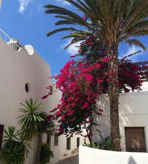 Foto: Agua Amarga es blanco y azul, con mar, palmeras, cactus y buganvillas. (Cortesía Casa La Bonita)