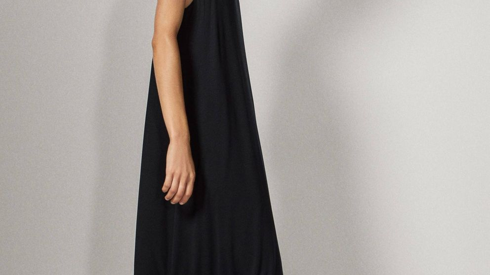Si vas a comprarte un vestido negro, que sea este de Massimo Dutti fresco y fluido