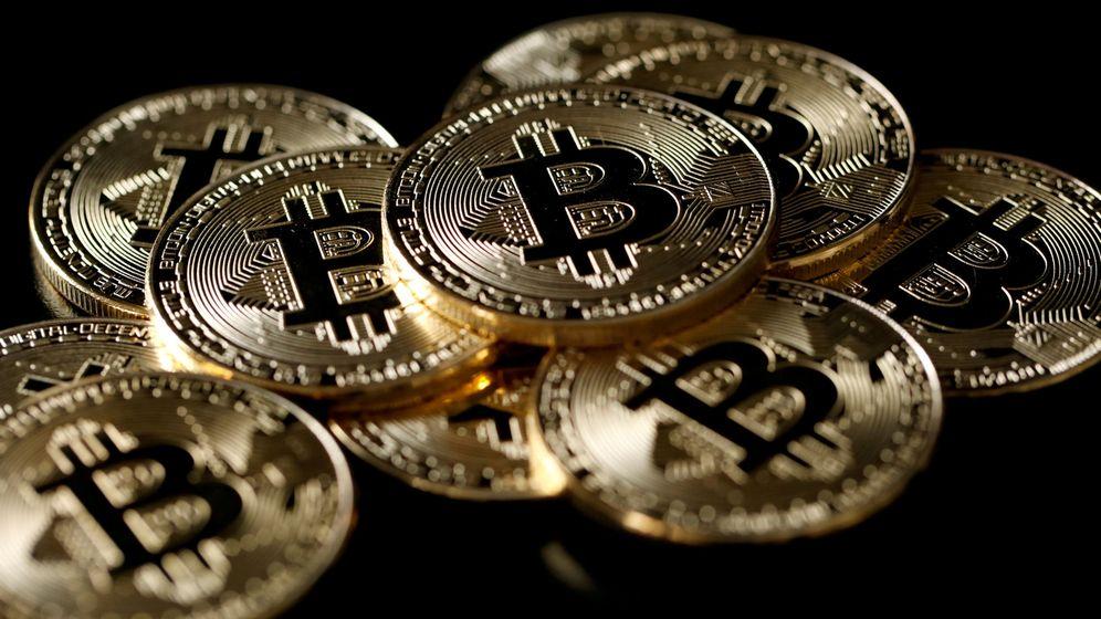 Foto: Colección de monedas simulando 'bitcoins' (Reuters)
