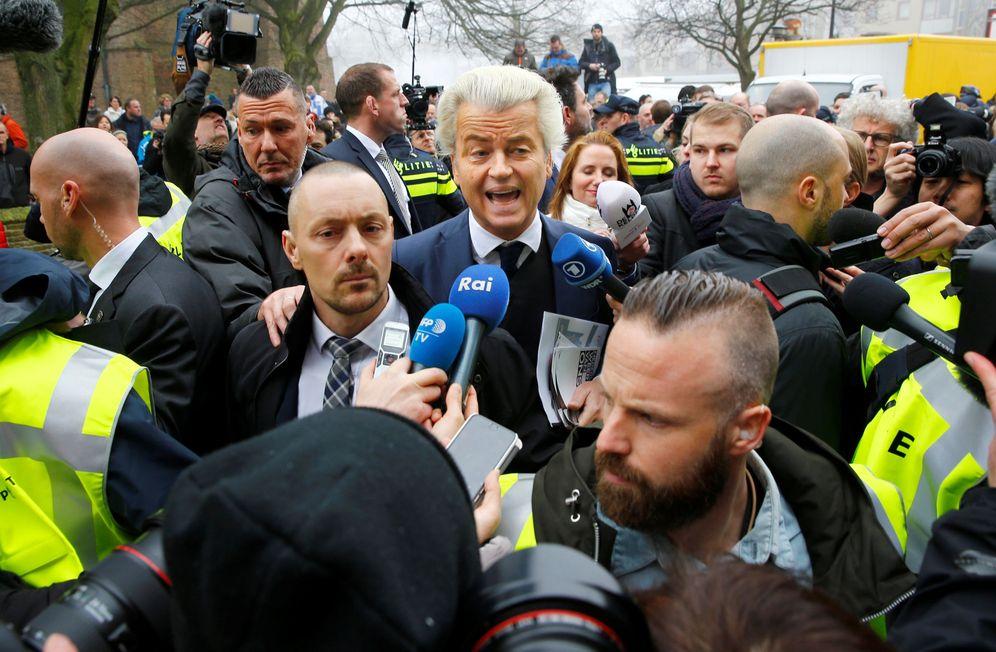 Foto: Geert Wilders, líder del PVV, en una visita a un suburbio de Rotterdam, el 18 de febrero de 2017 (Reuters).