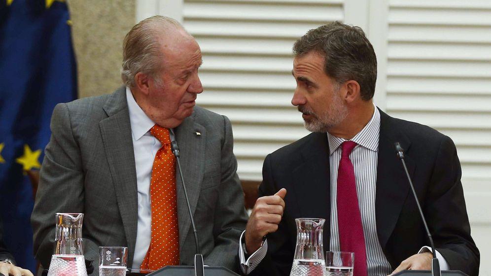 Foto: El rey Felipe VI (d) y el rey emérito Juan Carlos I. (EFE)