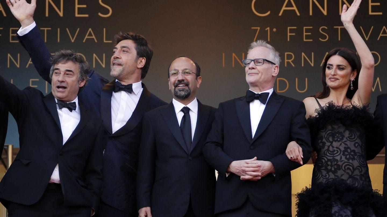 Eduard Fernández, con Javier Bardem y Penélope Cruz en el pasado Festival de Cannes. (EFE)