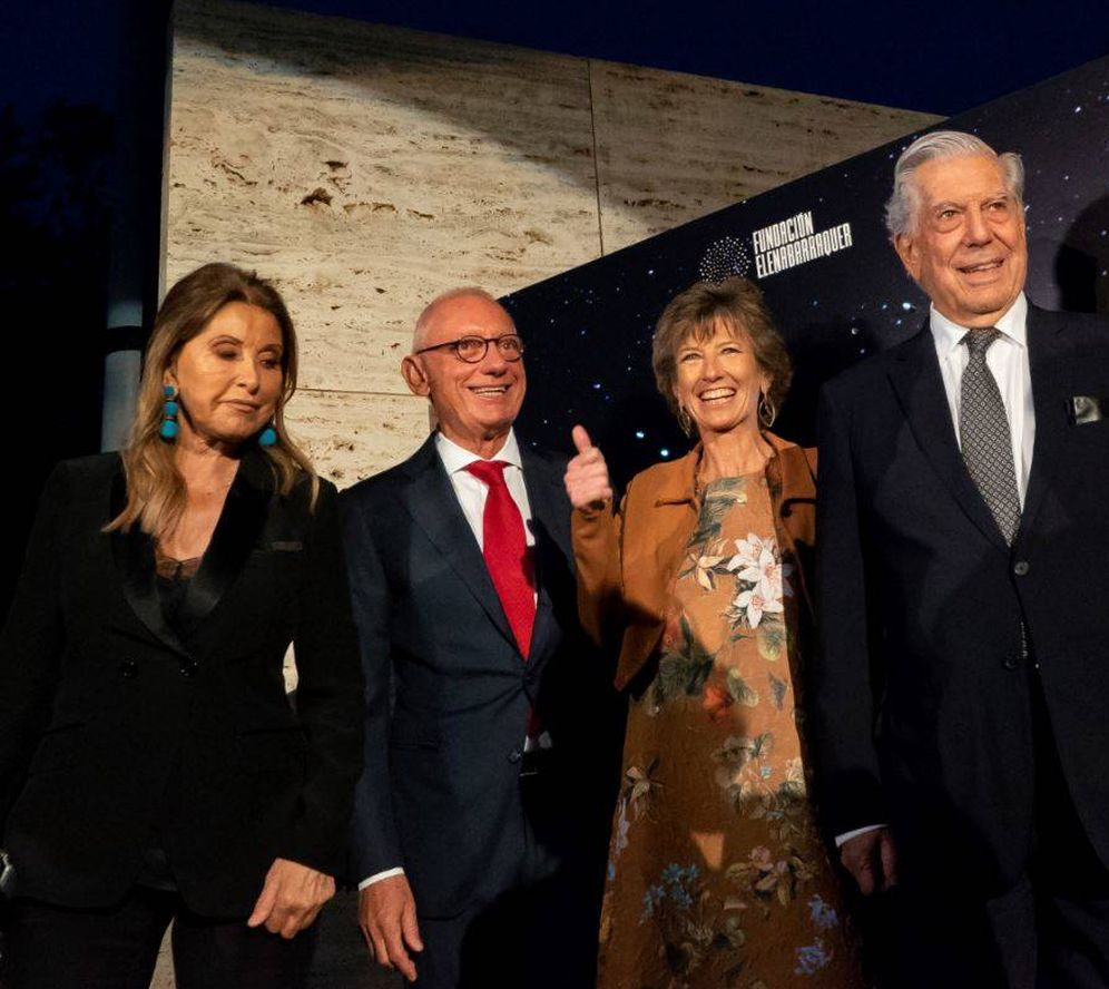 Foto: Purificación García, Andic, Elena Barraquer y Vargas Llosa en la gala de la Fundación Barraquer.