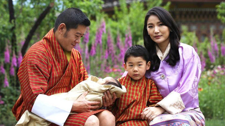 Los reyes de Bután, con sus dos hijos. (Royal Office For Media)