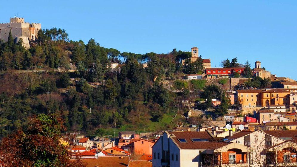 Foto: Localidad de Campobasso, con el 'Castello Monforte' en la cima.
