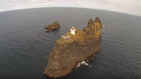 Así es el faro de Thridrangar (Islandia), el lugar más aislado del mundo