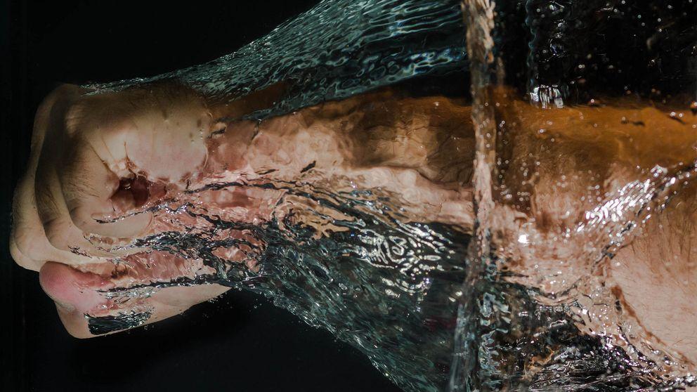 Muertos que dan puñetazos, o la teoría sobre el origen de las manos
