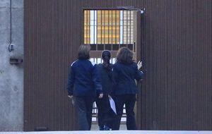 La tentación vive en el módulo 1: miedo a los chivatazos en prisión