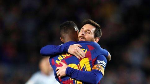 Los abrazos sentidos de Leo Messi a Ansu Fati delante de Quique Setién