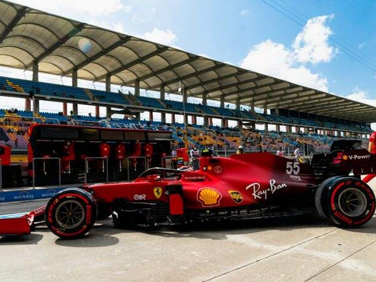 Foto: Sorprendentemente, Sainz se sentía frustrado con el buen ritmo de Leclerc. (EFE)