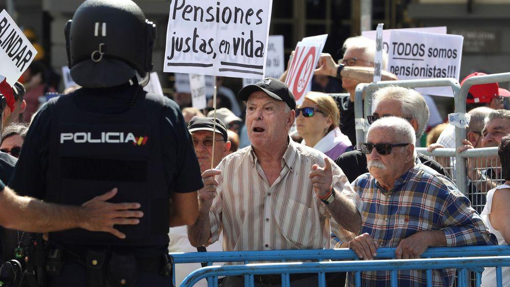 Foto: Manifestación de pensionistas en el Congreso (Efe)