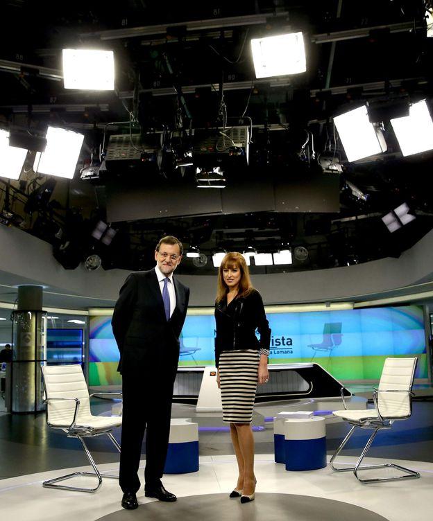 Foto: Mariano Rajoy con Gloria Lomana en Antena 3 (EFE).