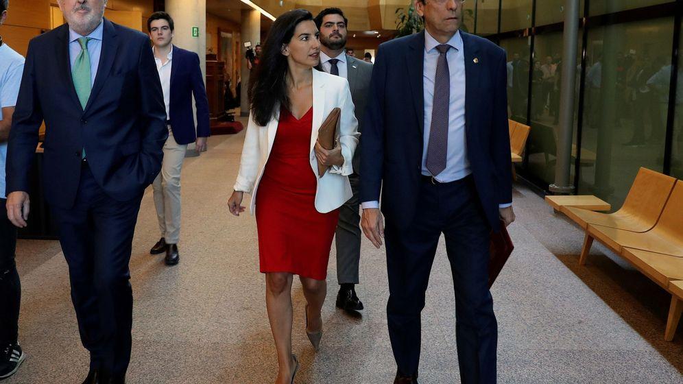 Foto: La portavoz de Vox en la Asamblea de Madrid, Rocío Monasterio, a su llegada a para asistir a la primera jornada del pleno de investidura. (EFE)