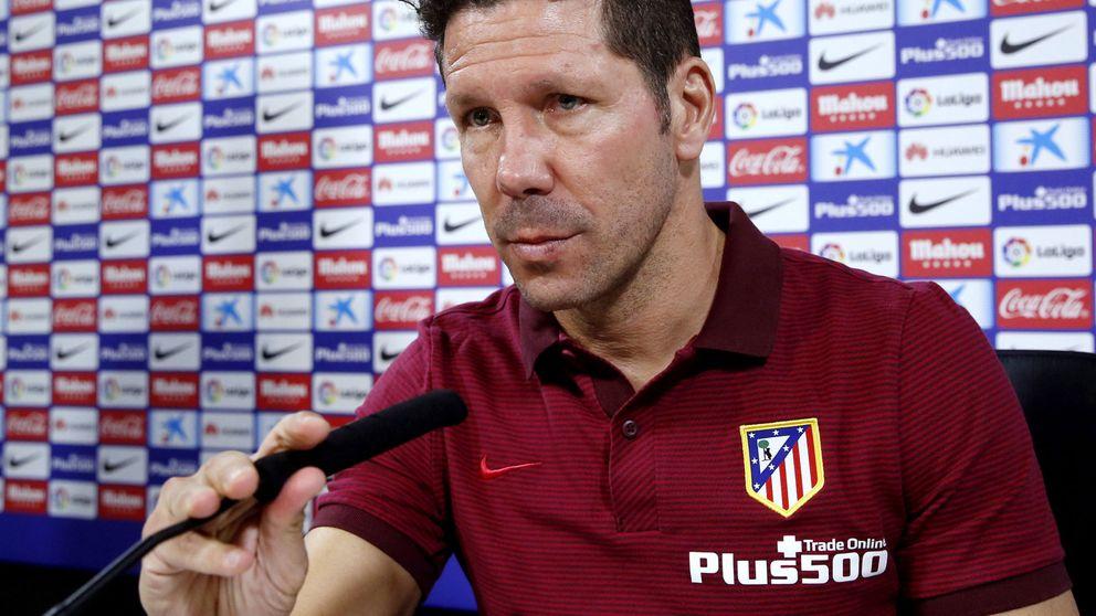 Simeone dice que el club estudia fichar un recambio para Augusto Fernández