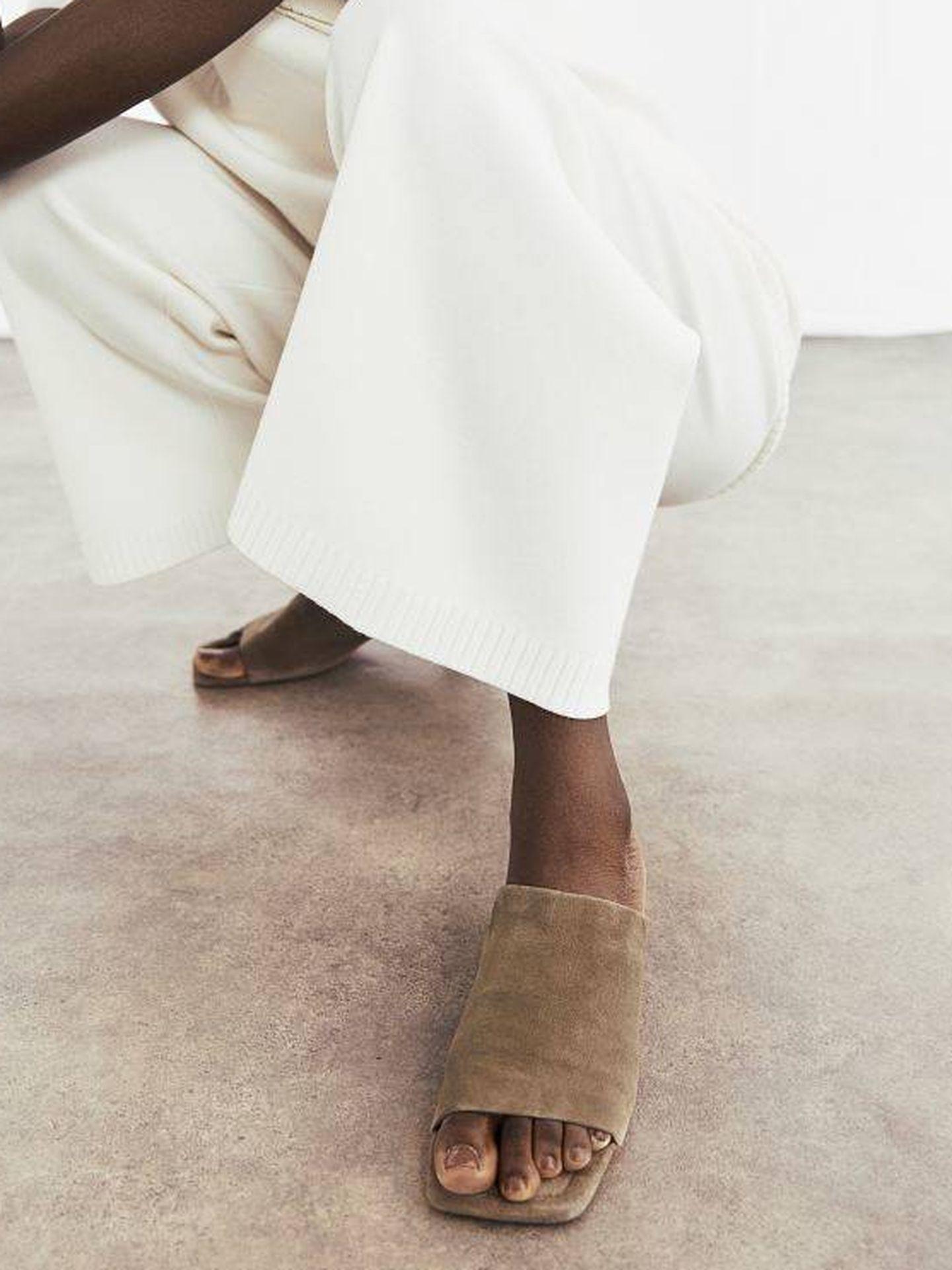 Sandalias de tacón de HyM. (Cortesía)