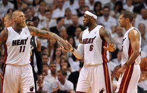 Heat y Spurs comienzan sus 'semis' de Conferencia dándose un atracón