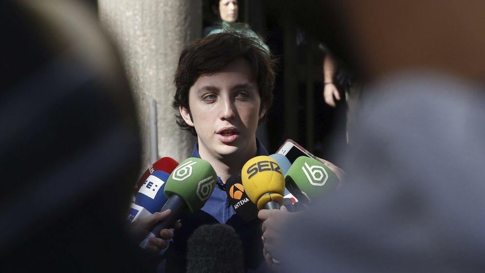 Foto: Francisco Nicolás atiende a los medios a su salida de los Juzgados de Plaza de Castilla. (EFE)
