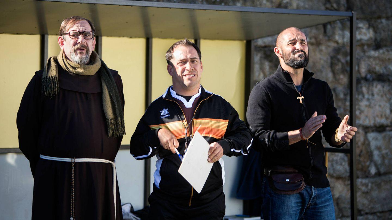 Karra Elejalde, el Langui y Alain Hernández en 'Que baje Dios y lo vea'. (DeAPlaneta)