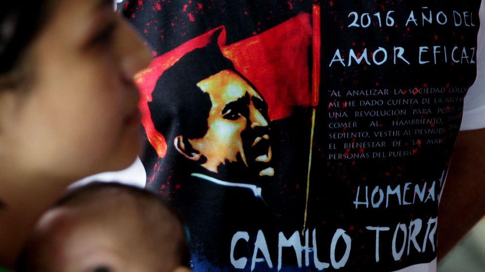 Foto: Homenaje al cura guerrillero Camilo Torres en la Universidad Nacional de Colombia, Bogotá, el 15 de febrero de 2016 (EFE)