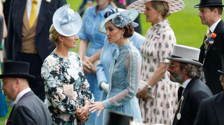 Zara Tindall y Kate Middleton, en las carreras de Ascot de 2019. (Reuters)